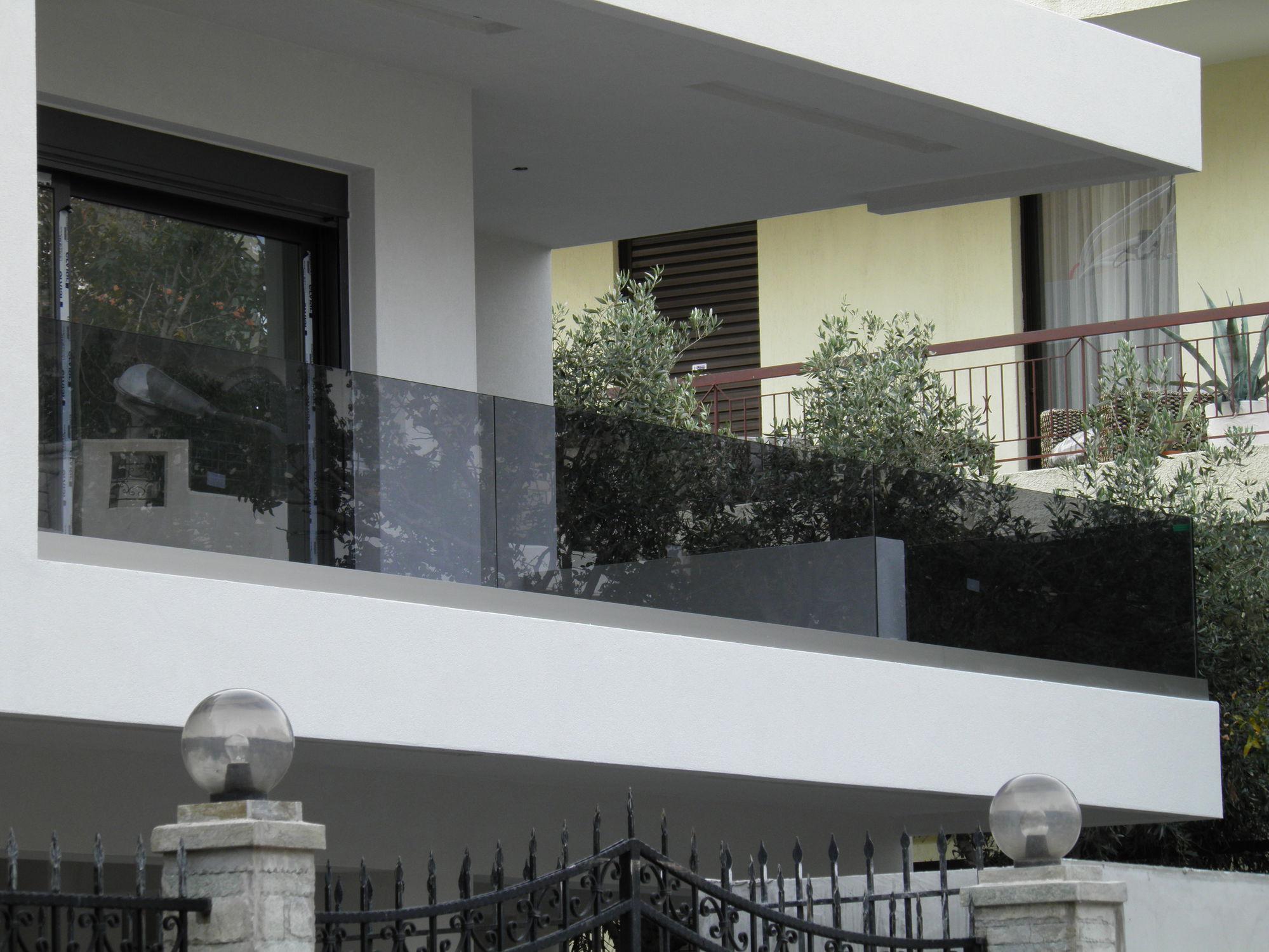 Стеклянное декоративное ограждение балкона
